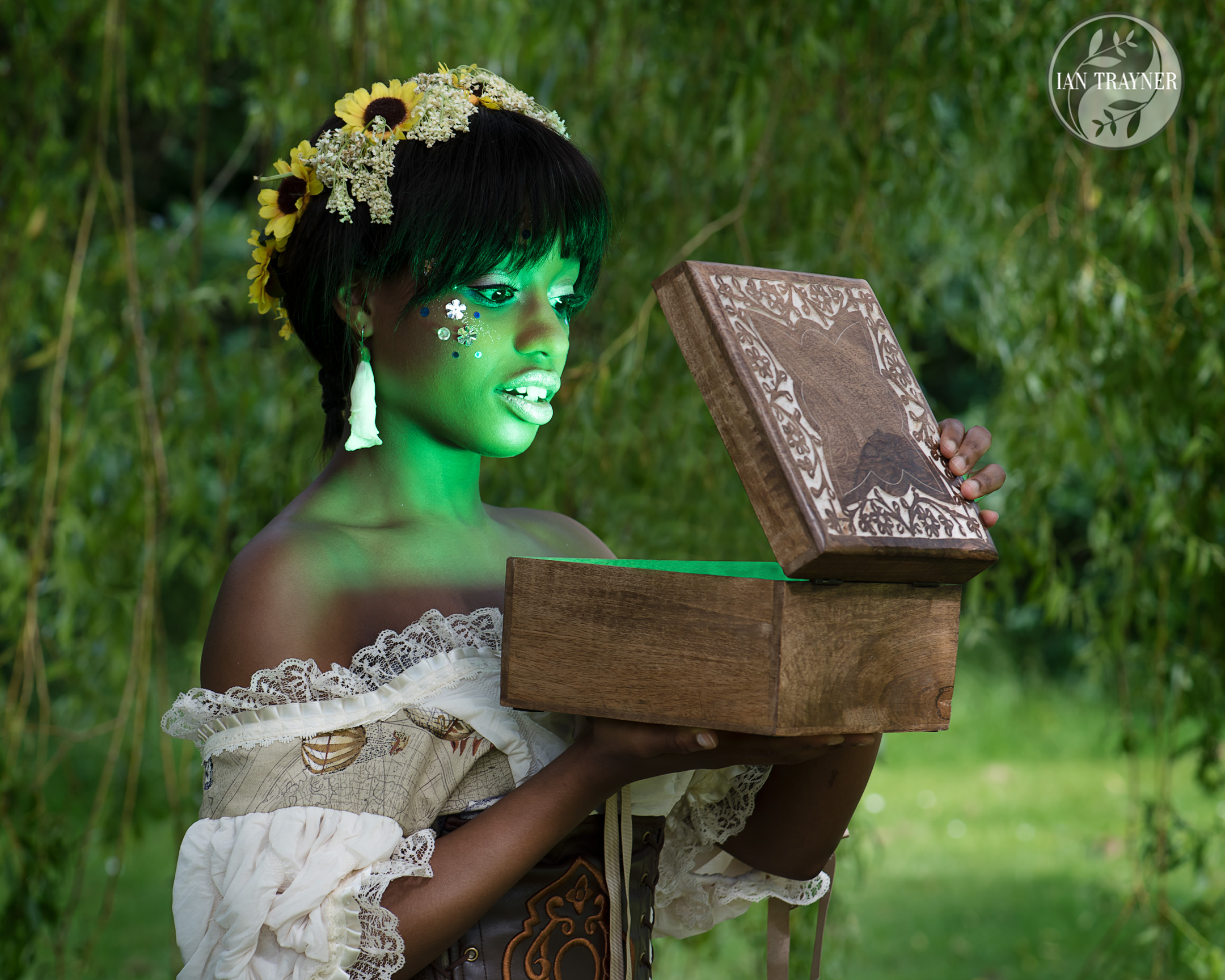 Fantasy photo shoot – Pandora's Box